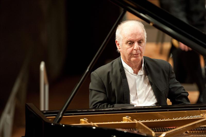 Barenboim dirige a la chelista Alisa Weilerstein nada menos que en «Elgar»