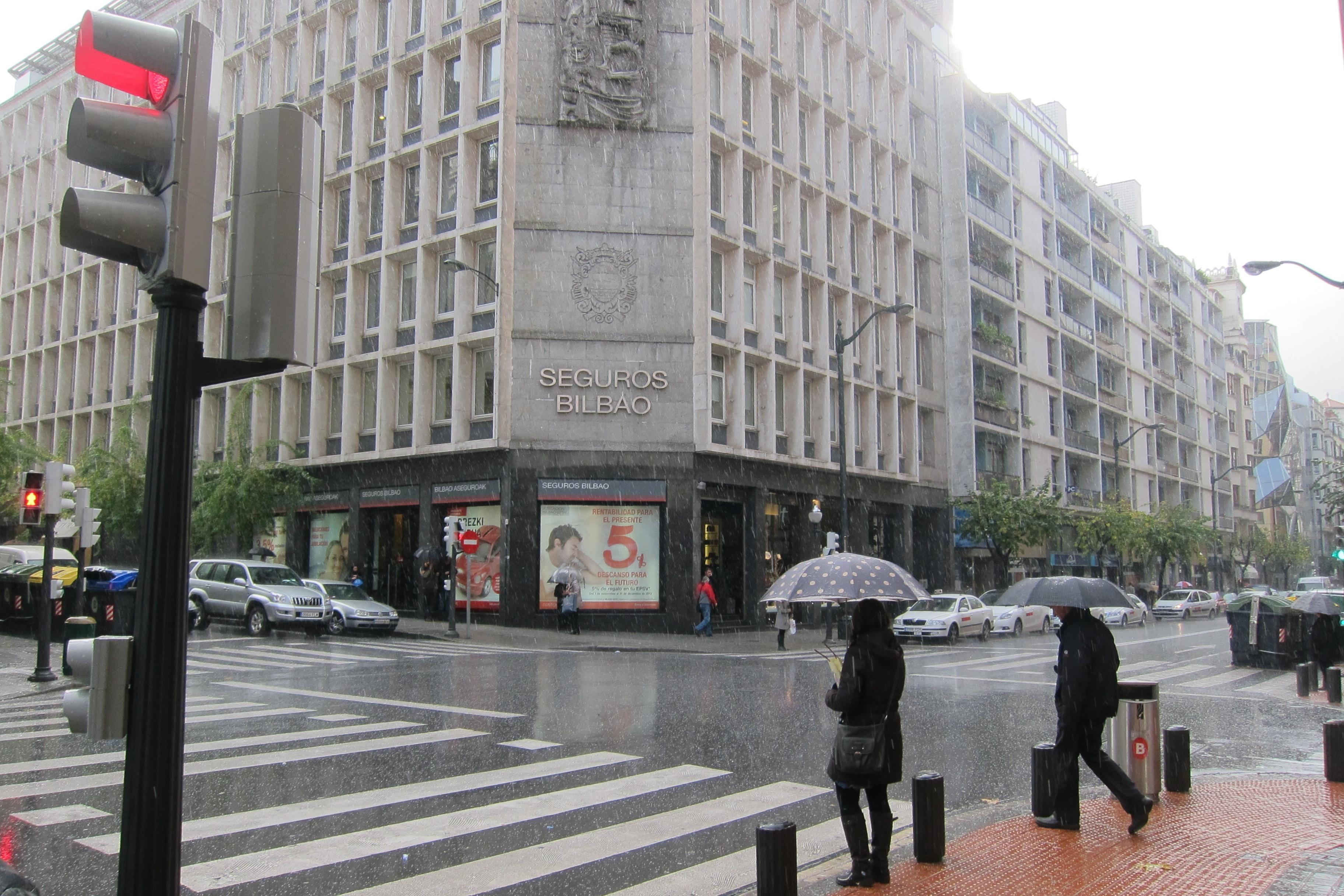 Bilbao no registra ningún desbordamiento de la Ría pero pide precaución por la presencia de balsas
