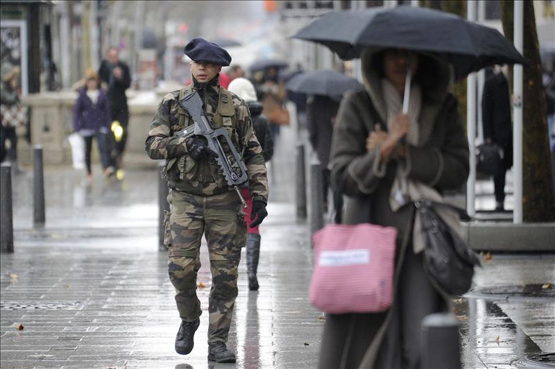 Francia intensifica los ataques en Mali a la espera de las tropas africanas