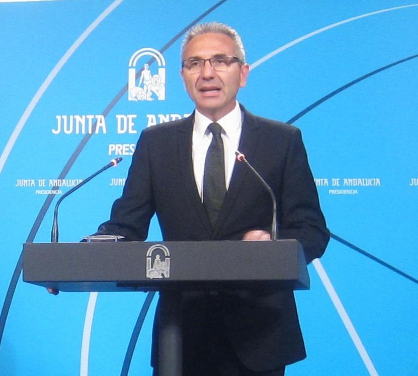 Junta garantiza que la «igualdad» es la «clave de bóveda» de la que no se va a mover en el debate sobre modelo de Estado