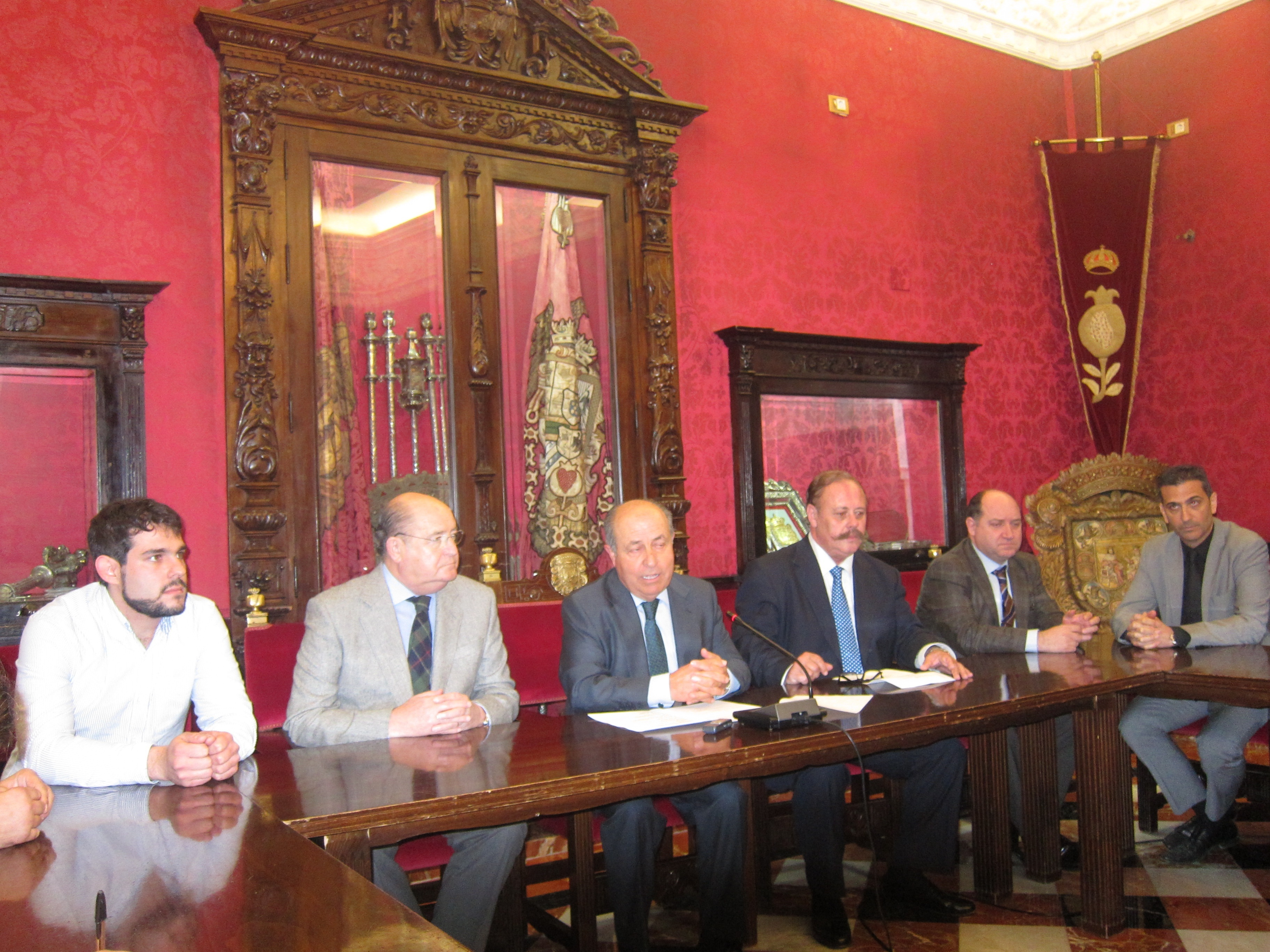 El alcalde cree que el PSOE pide un gran pacto para «hacer lo que les dé la gana»