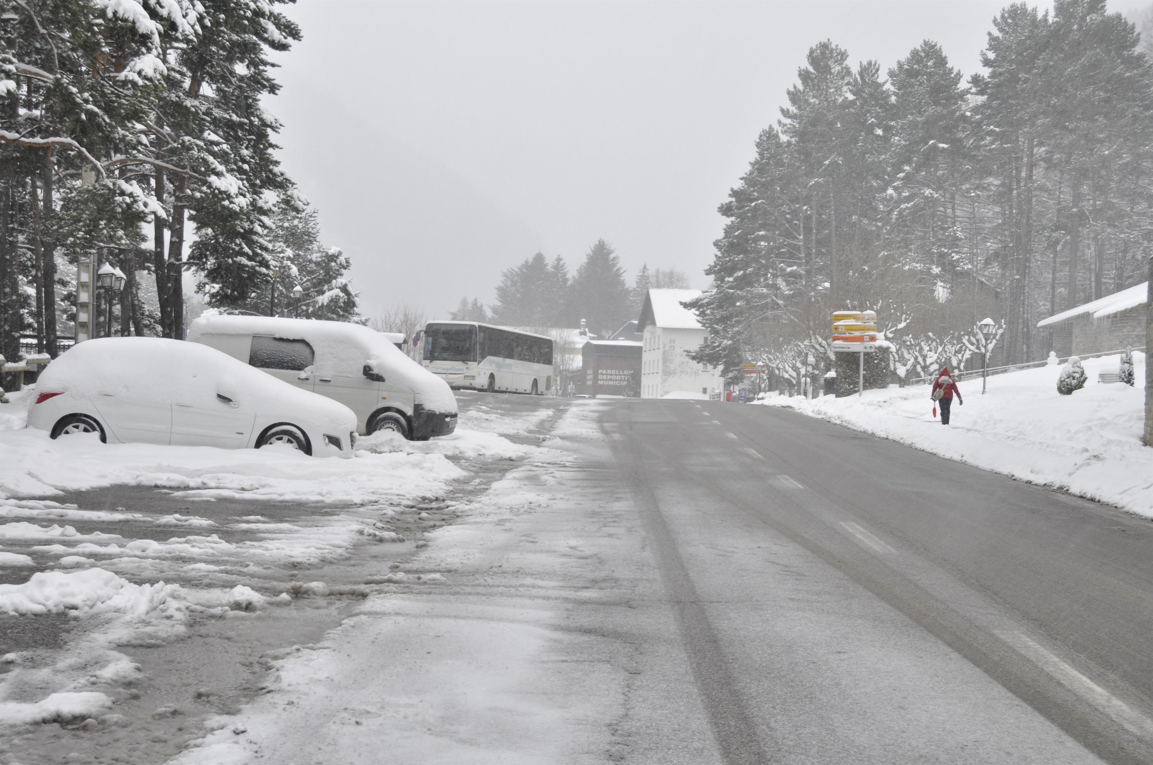 El temporal de nieve obliga a cortar tres carreteras en Huesca y son necesarias cadenas en 16