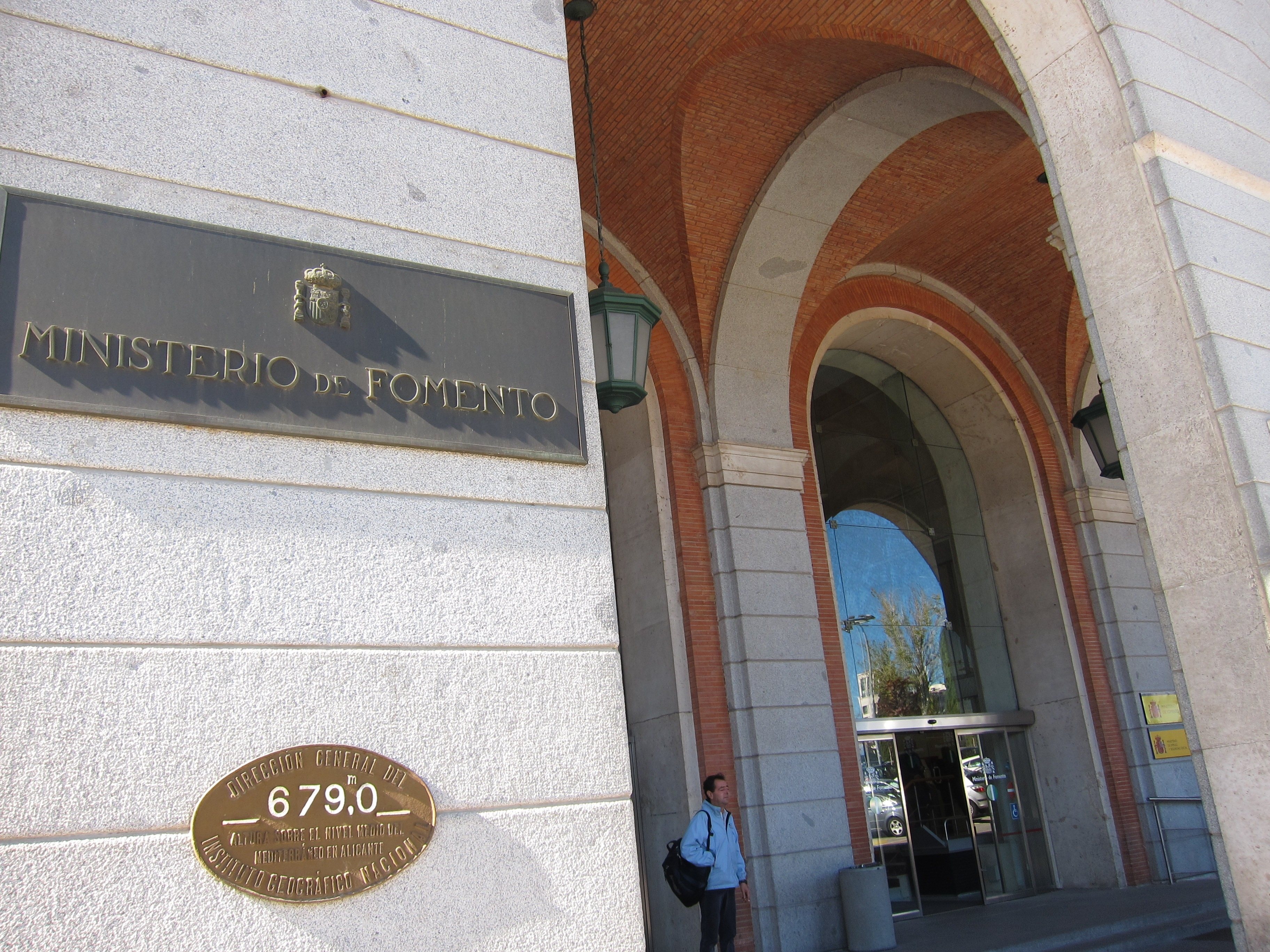 Fomento ahorró 360 millones de euros el pasado año con «recorte de gastos superfluos»