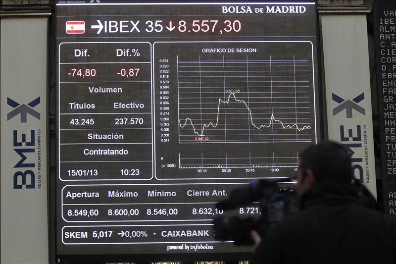El IBEX cae el 0,07 por ciento tras la apertura, a la espera de datos macro de EE.UU.