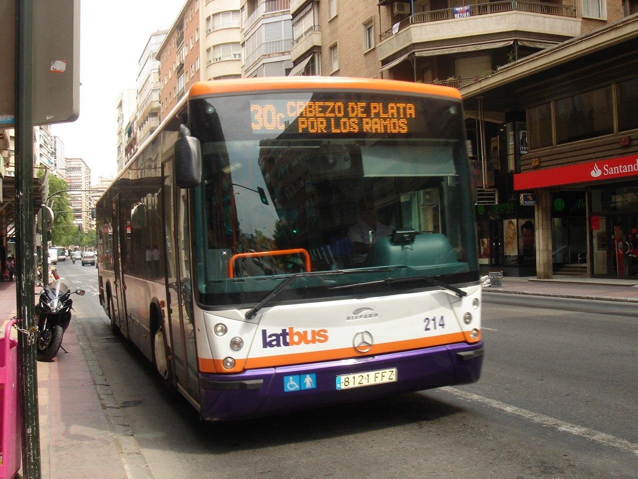 Latbus suspende indefinidamente el »Búho-Bus» ante la «retirada de la subvención» del Ayuntamiento de Murcia
