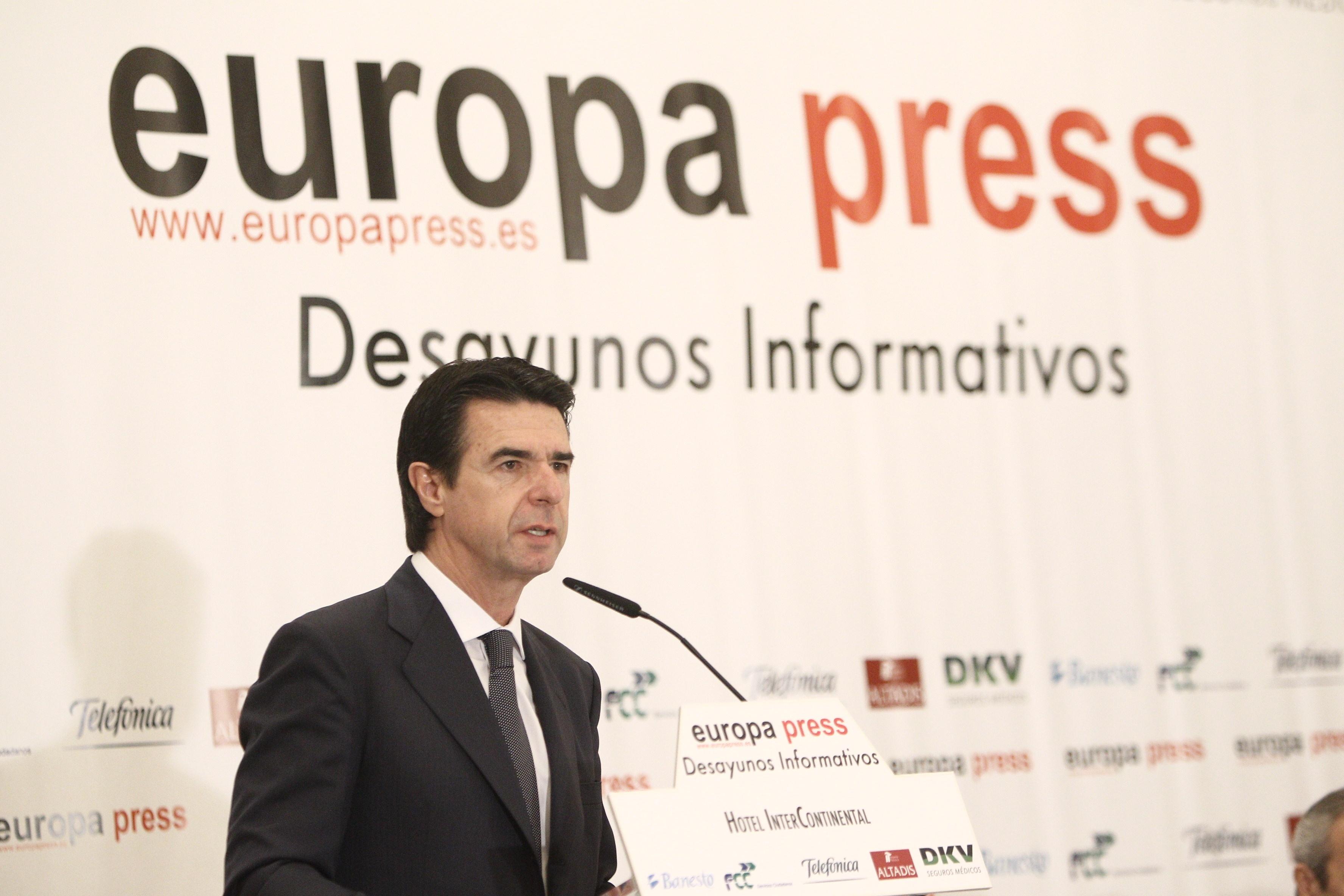 Soria mantiene el objetivo de dejar a cero el déficit de tarifa en 2013