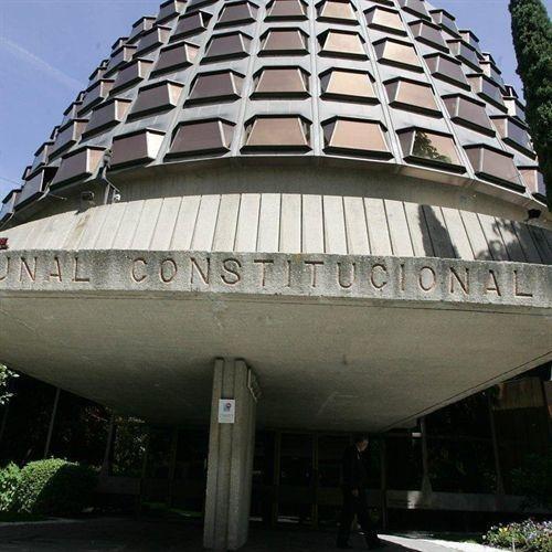 El TC suspende las tasas judiciales y el impuesto de depósitos bancarios en Cataluña