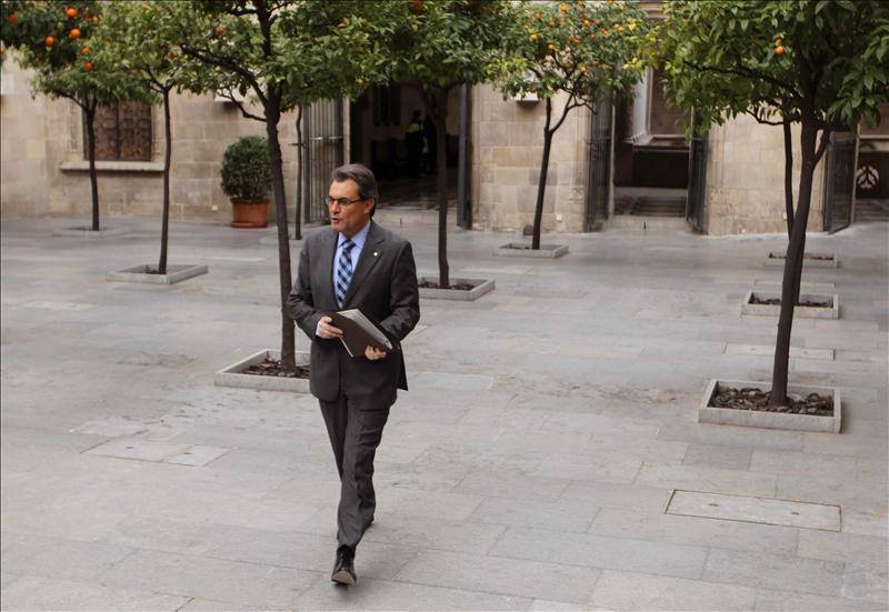 Mas denuncia que el Gobierno no da alternativas y «va a saco» contra Cataluña