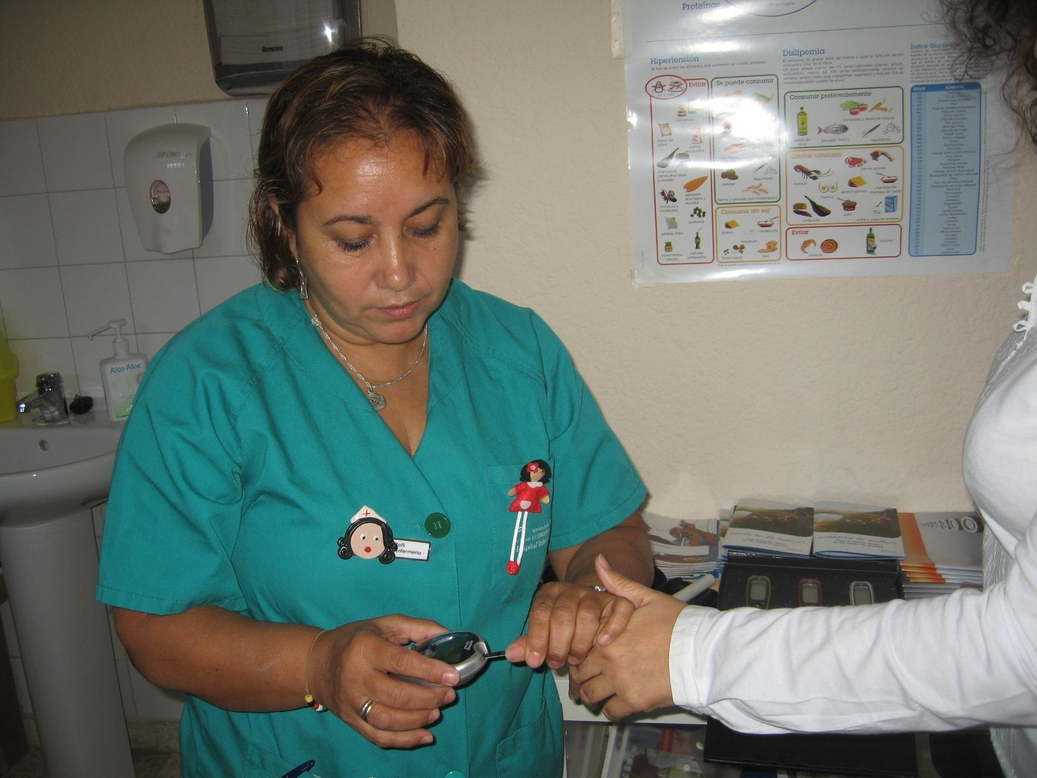 Los enfermeros consideran que la burocracia y la falta de tiempo es lo que más perjudica a ciudadanos y profesionales