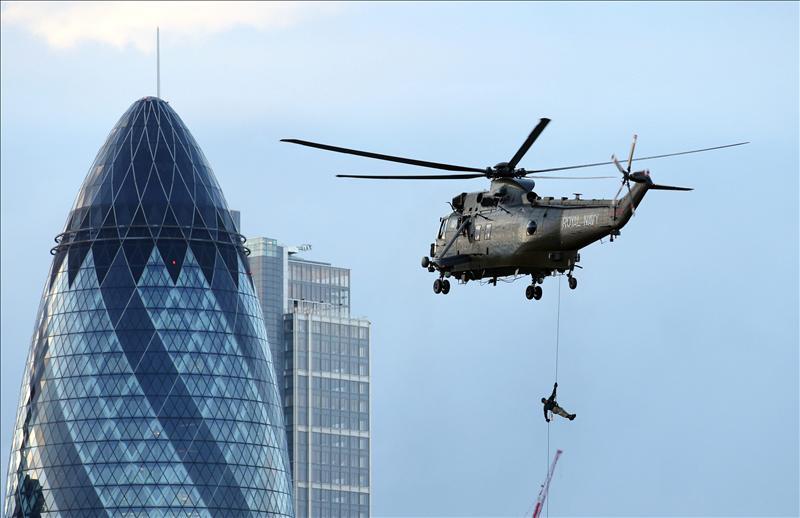 Un helicóptero se estrella contra una grúa en Londres