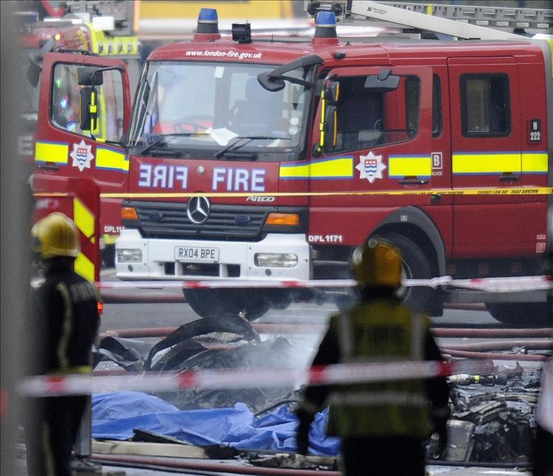 Dos muertos al estrellarse un helicóptero en el centro de Londres