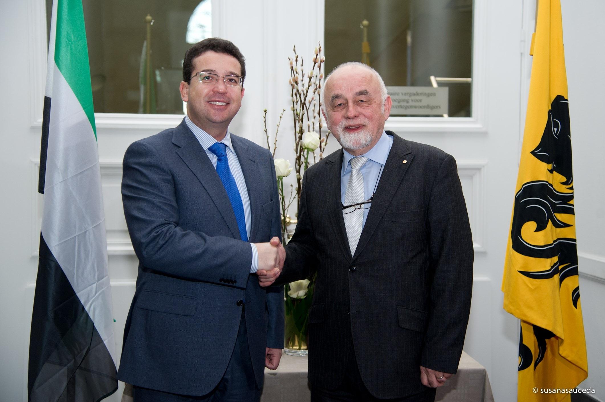 El presidente del Parlamento de Extremadura visita la sede del Parlamento Flamenco en Bruselas