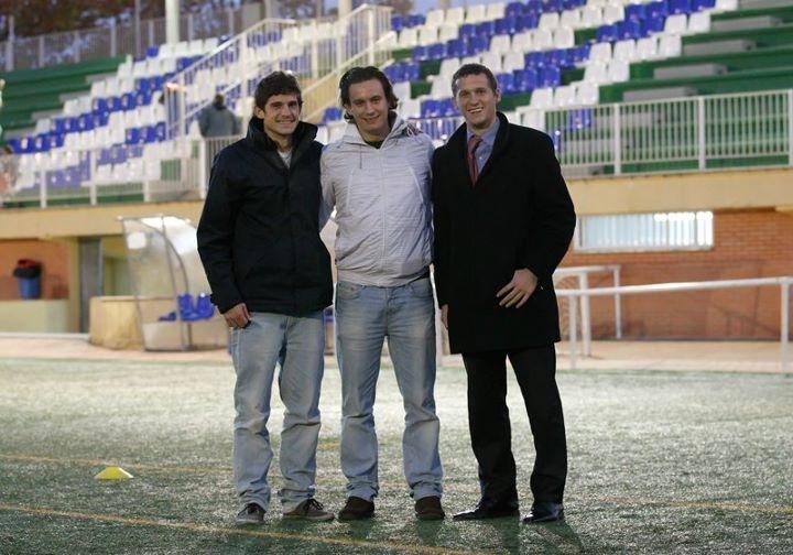 Tres hermanos lanzan Cromo Club para que cualquier niño se sienta una estrella