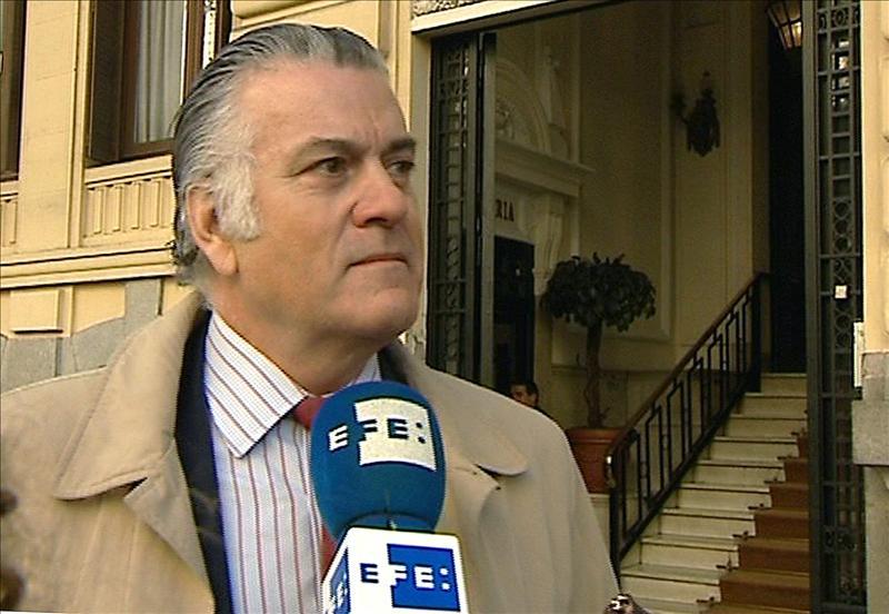 El País afirma que el 70% de los donativos anotados en lista de Bárcenas vulnera la ley