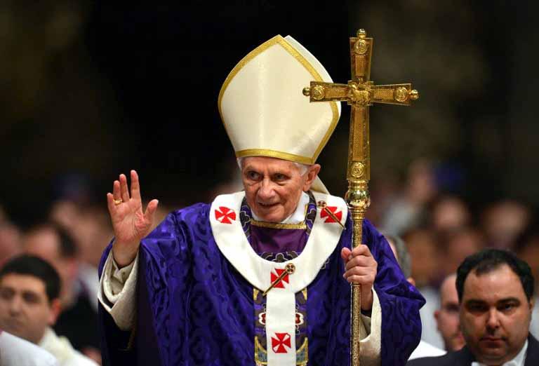 El exorcista del Vaticano agradece a Benedicto XVI su apoyo durante su Papado