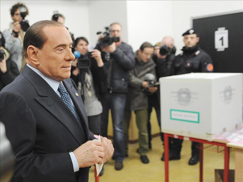 Berlusconi es investigado en Nápoles por corrupción y financiación ilegal
