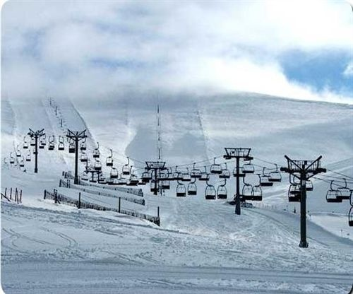 Cerrado el puerto de Valdesquí y cadenas en el Puerto de Morcuera por la nieve