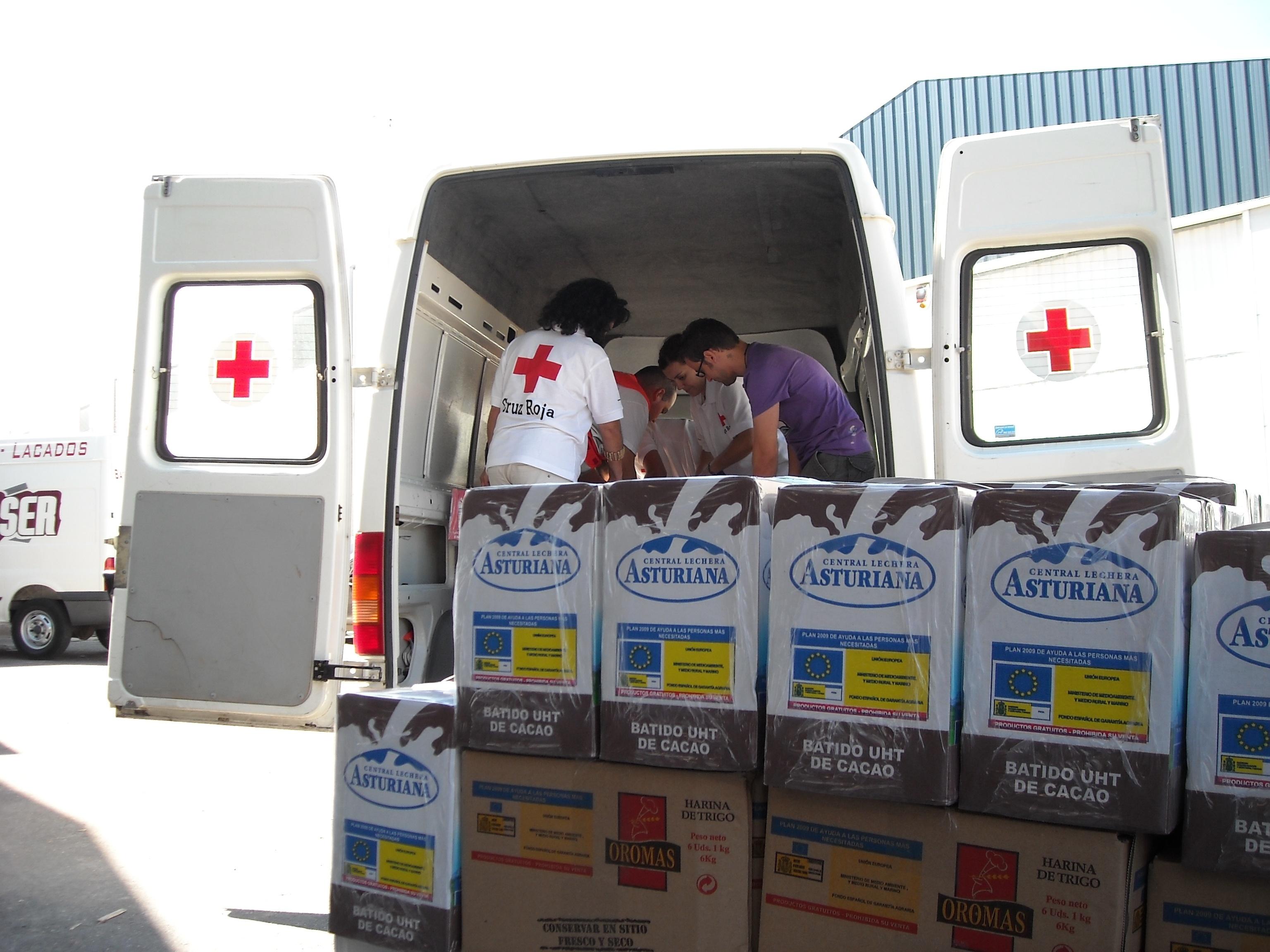 Cruz Roja distribuye más de 970.000 kilos y litros de alimentos en Extremadura