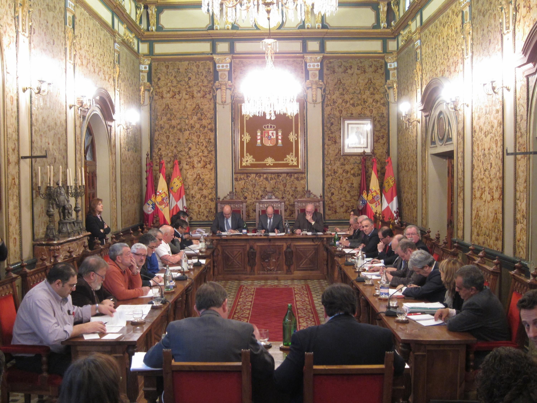 La Diputación de Salamanca iniciará las «gestiones oportunas» para la ampliación del horario del aeropuerto de Matacán
