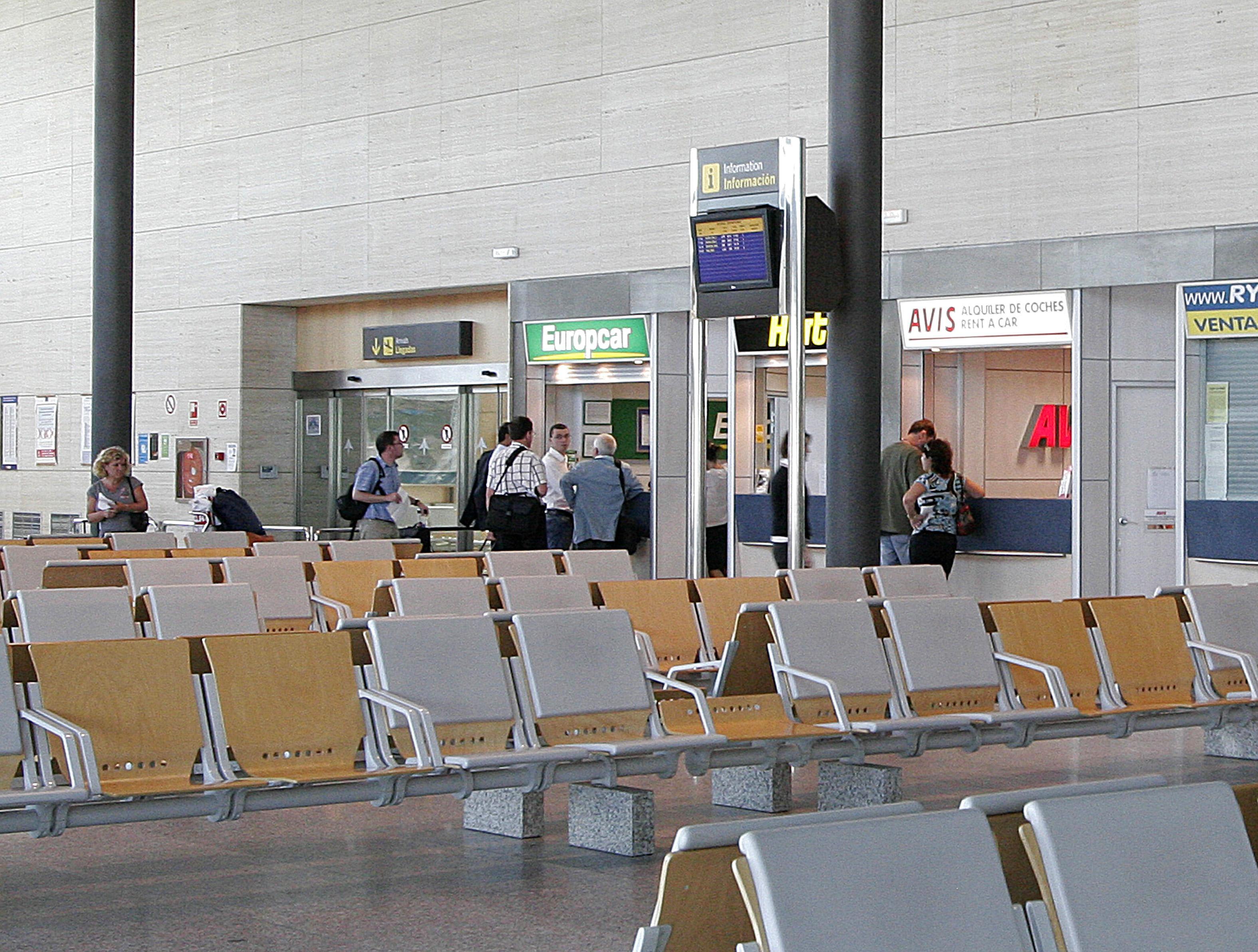 El PSOE denuncia que la Junta aportó a los contratos con Ryanair por operar desde Valladolid 18 millones desde 2004