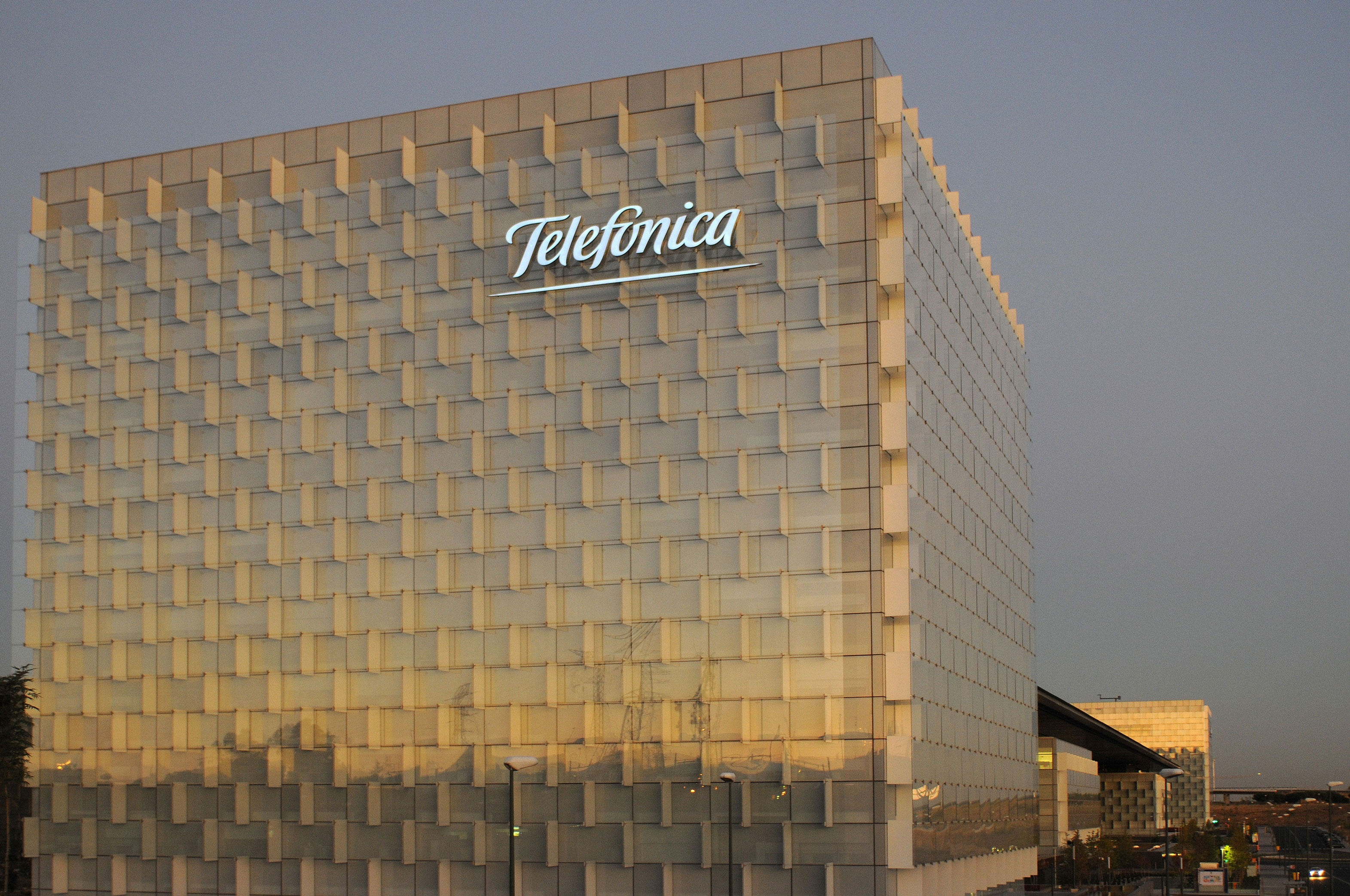 Telefónica logra ahorros de 500 millones en 2012 por eliminar los subsidios a terminales en España