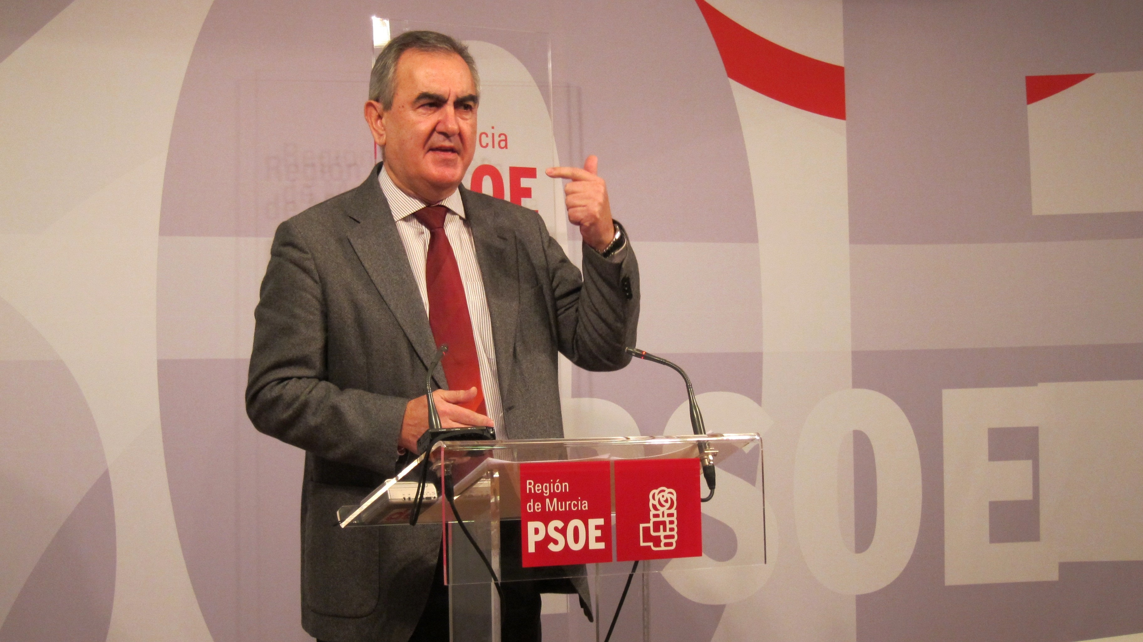 Tovar (PSOE) pide el cese de Bernal, explicaciones a Valcárcel y eleva la política del PP a «bono basura»