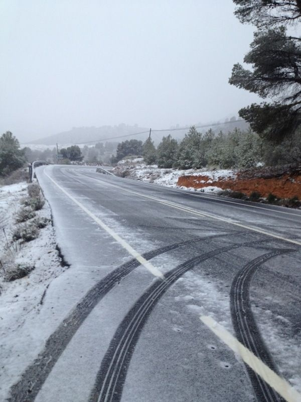 Varios camiones se quedan atrapados por el hielo y la nieve a la altura del puerto de la Carrasqueta