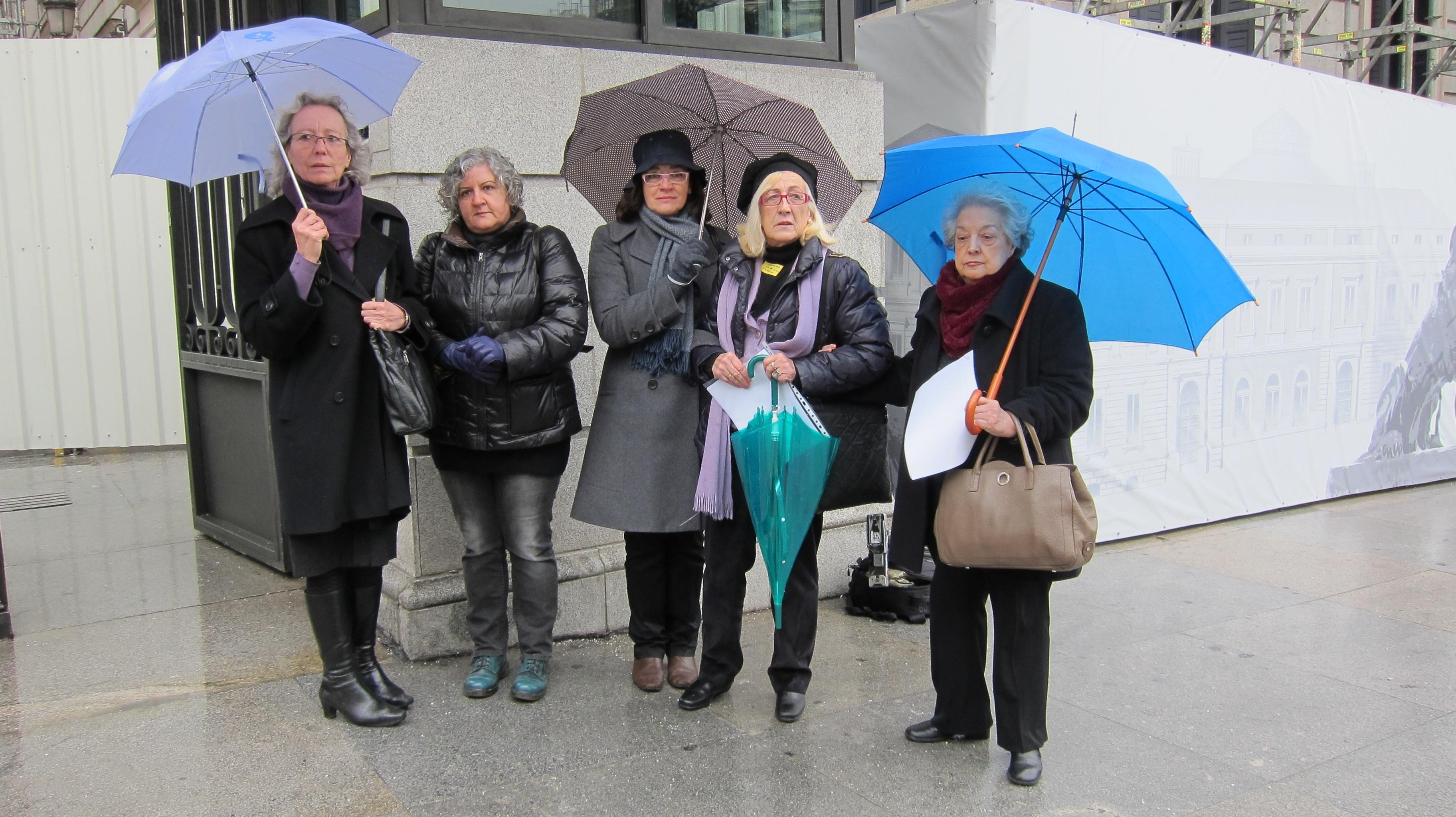 Más de 50 asociaciones feministas piden a Rosa Díez el cese inmediato de Toni Cantó y censuran su silencio