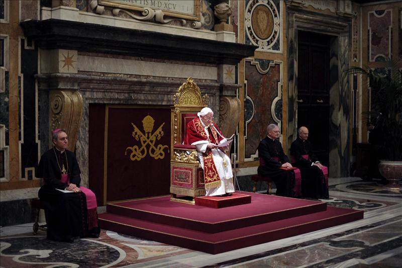 El papa deja su apartamento y se dirige al helipuerto del Vaticano