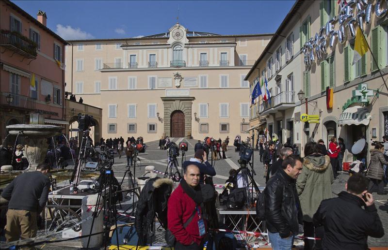 Benedicto XVI abandonó el Vaticano