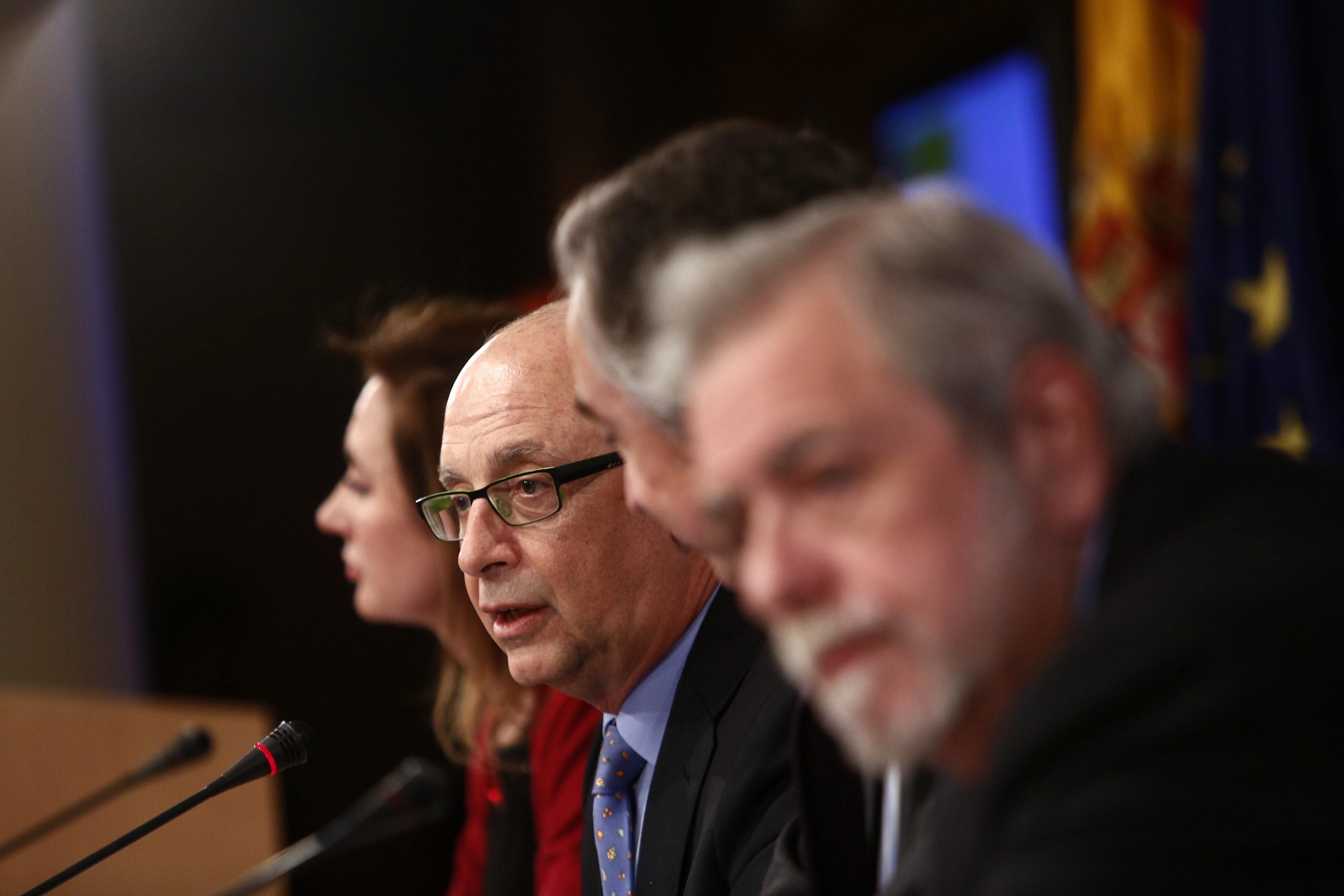 El Estado redujo el déficit un 3,83% en 2012 y las CCAA un 1,73%