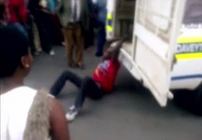La policía de Sudáfrica suspende a los agentes que presuntamente mataron a un taxista