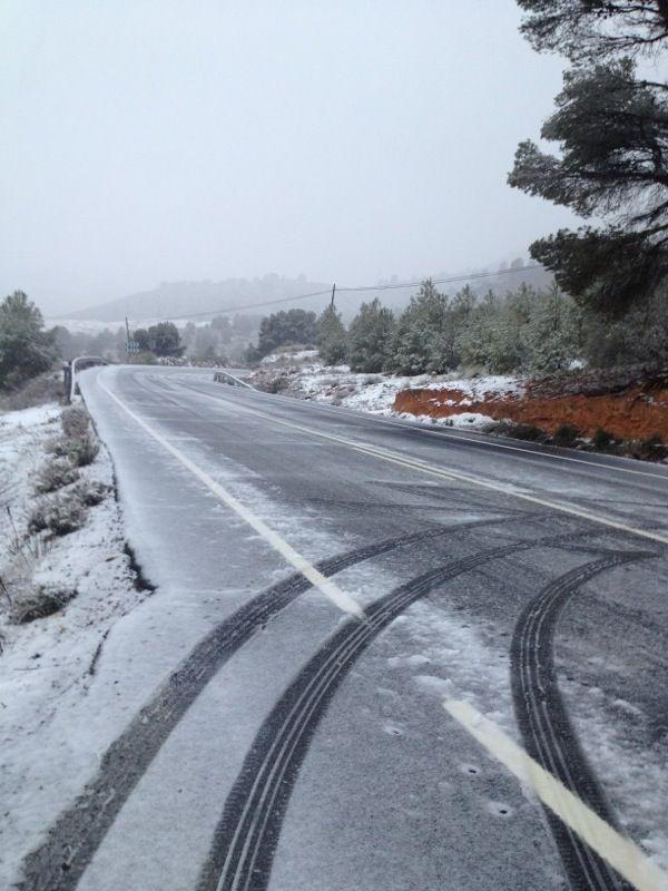 Cuatro carreteras cortadas y más de 20 con incidencias por la nieve en Castilla-La Mancha