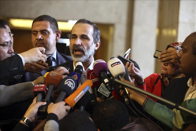 Al Jatib reclama la creación de corredores humanitarios seguros y defiende la unidad de Siria