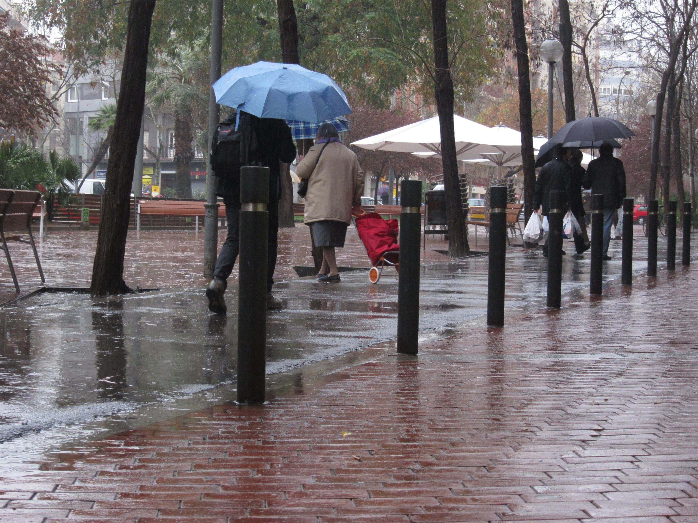 El teléfono de emergencias recibe más de 200 llamadas por el episodio de lluvia y viento