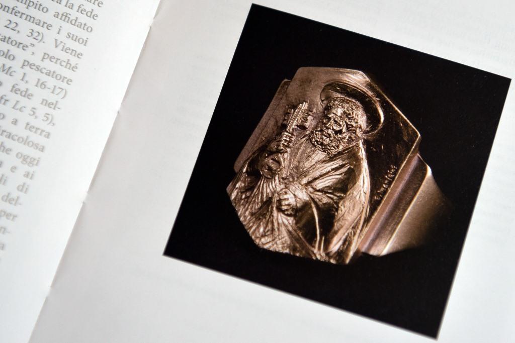 El Anillo del Pescador del Papa Francisco no será de oro, sino de plata bañada