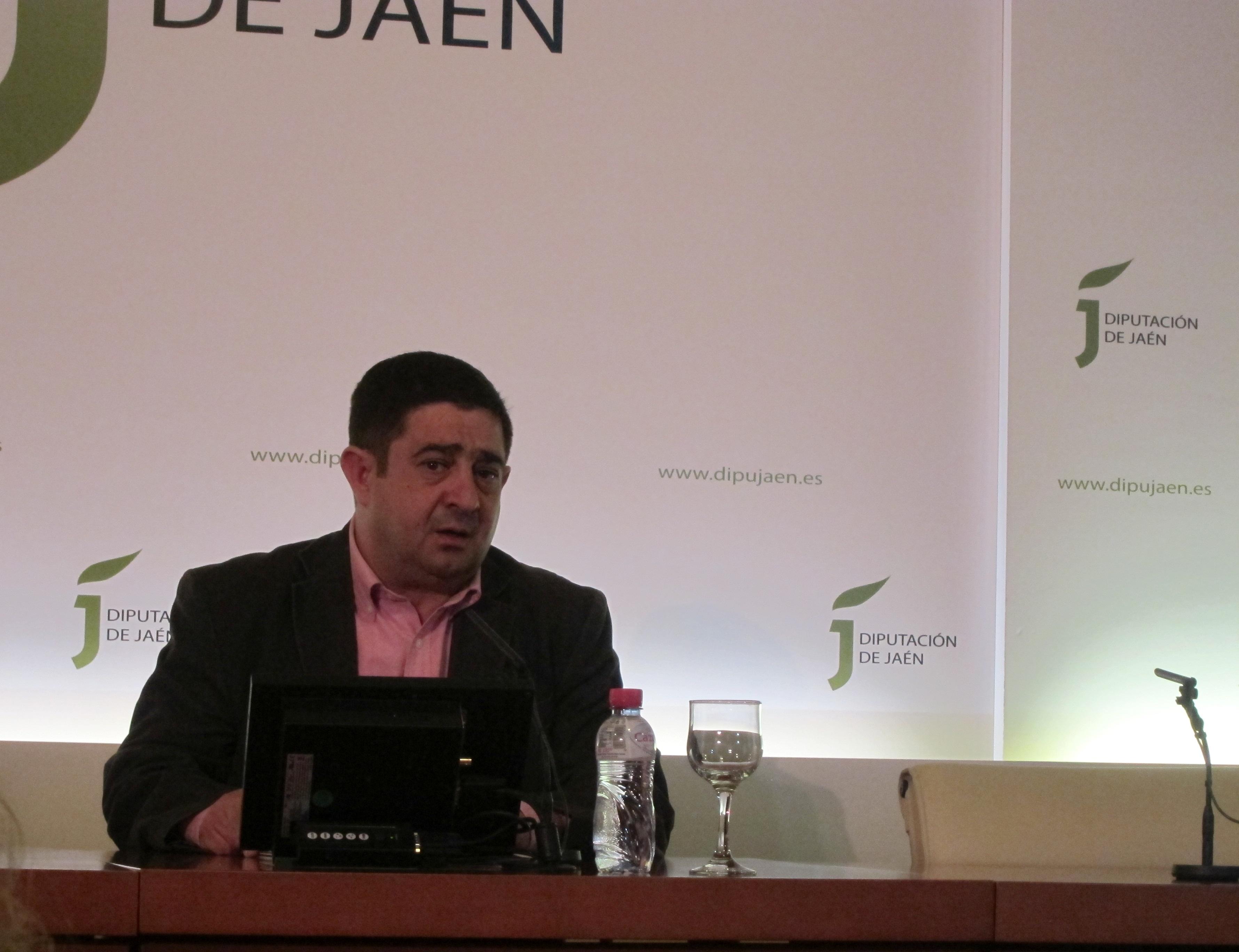 Reyes defiende que Diputación «no va a premiar a nadie» por una obra con «tintes que atentan» contra la igualdad