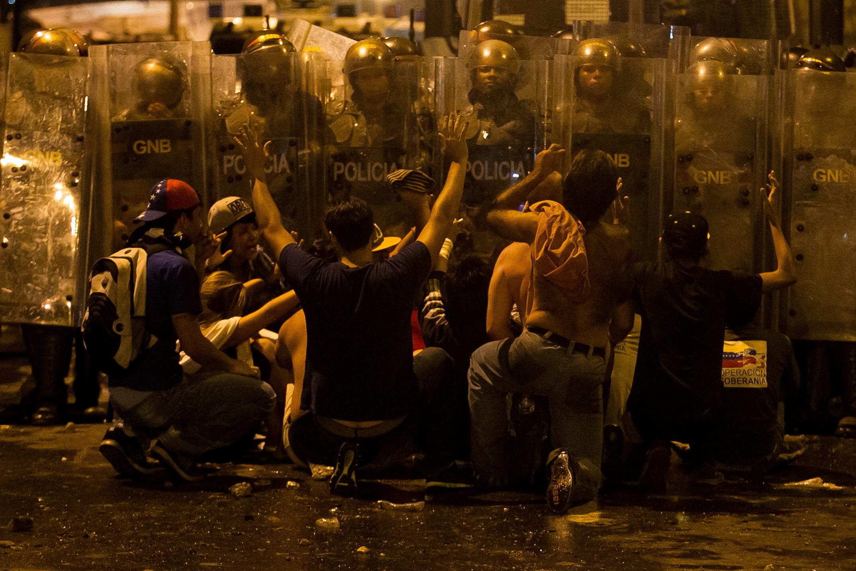 Siete muertos y 161 heridos en enfrentamientos entre chavistas y opositores en Venezuela