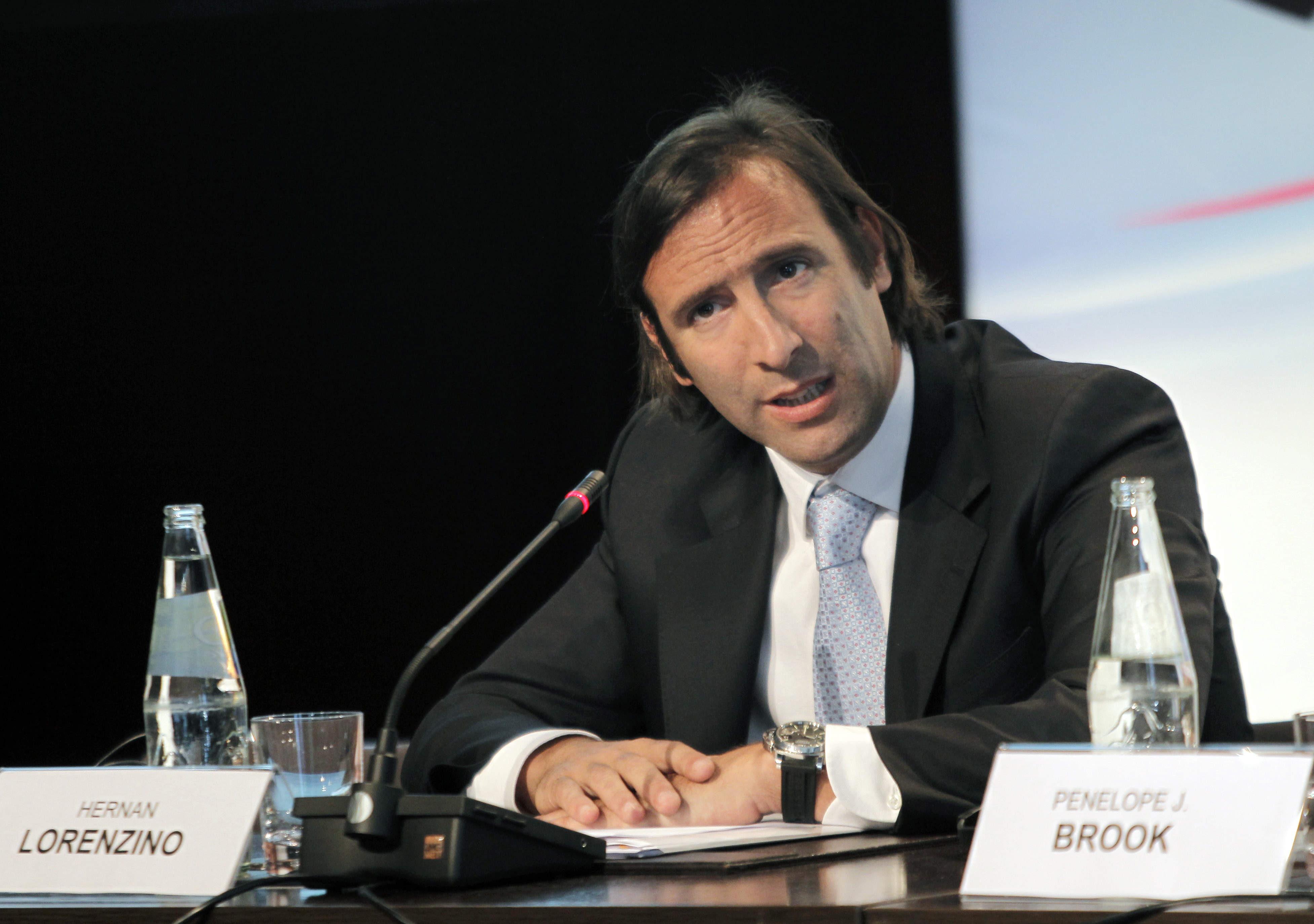 El ministro de finanzas argentino corta una entrevista para evitar hablar de la inflación