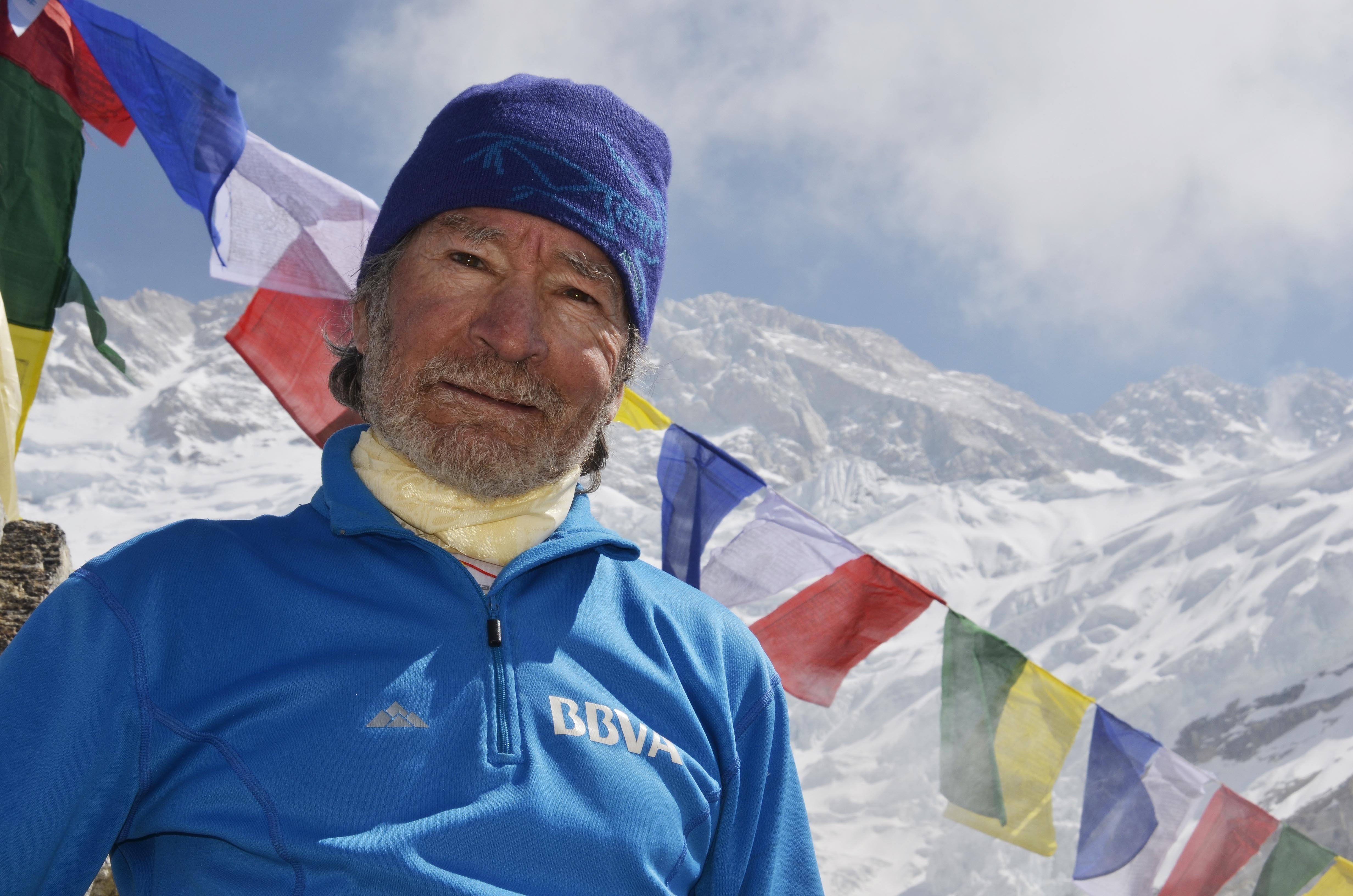 Carlos Soria alcanza los 8.300 metros en su intento de cumbre en el Kanchenjunga