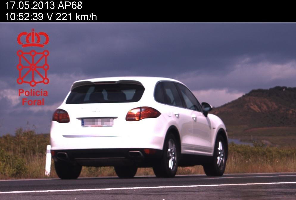 Imputados dos conductores por circular a más de 220 km/h en la AP-68
