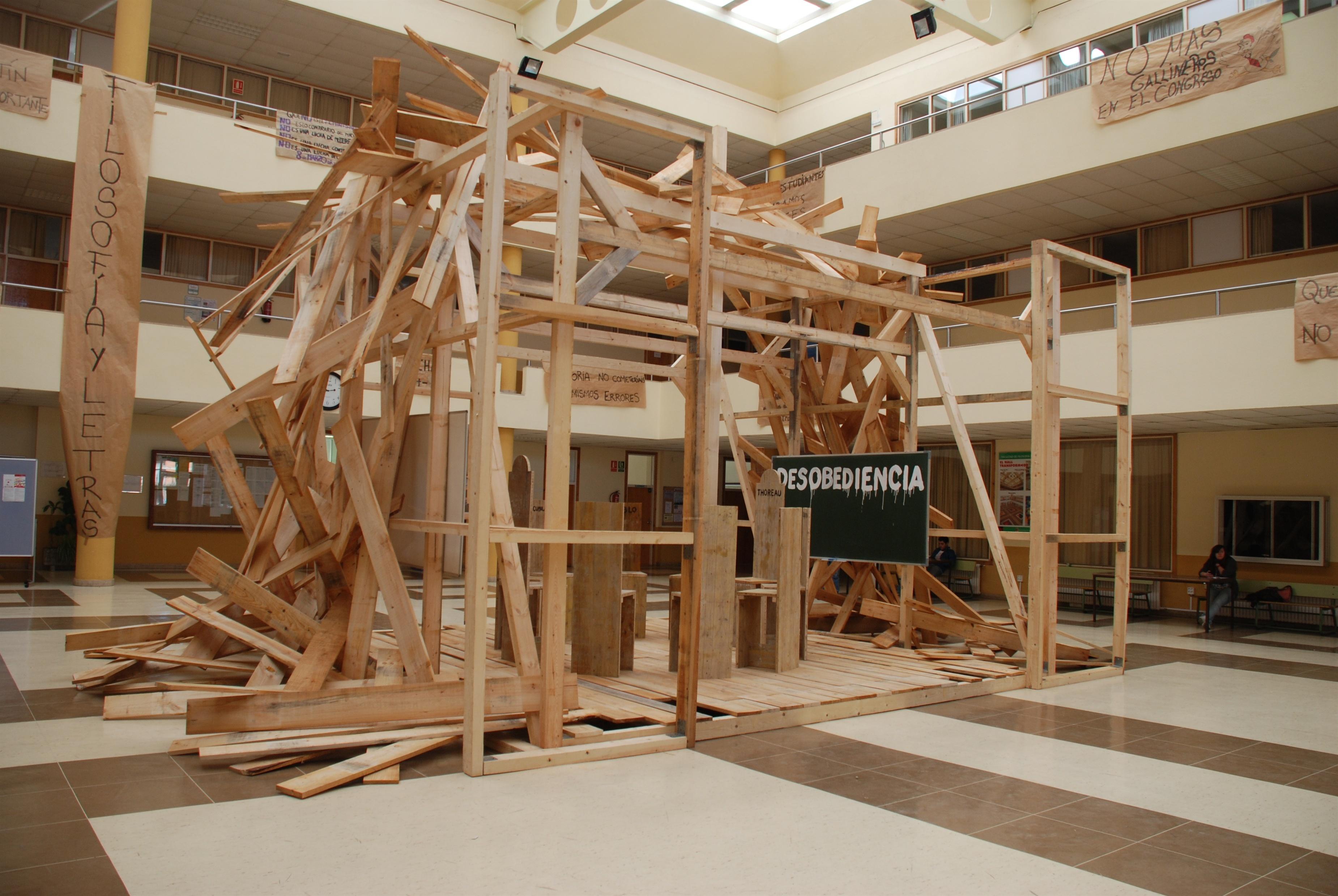 El artista Jesús Palmero protagoniza la vigésima edición de »El hall transformado» de la Facultad de Filosofía de la ULE