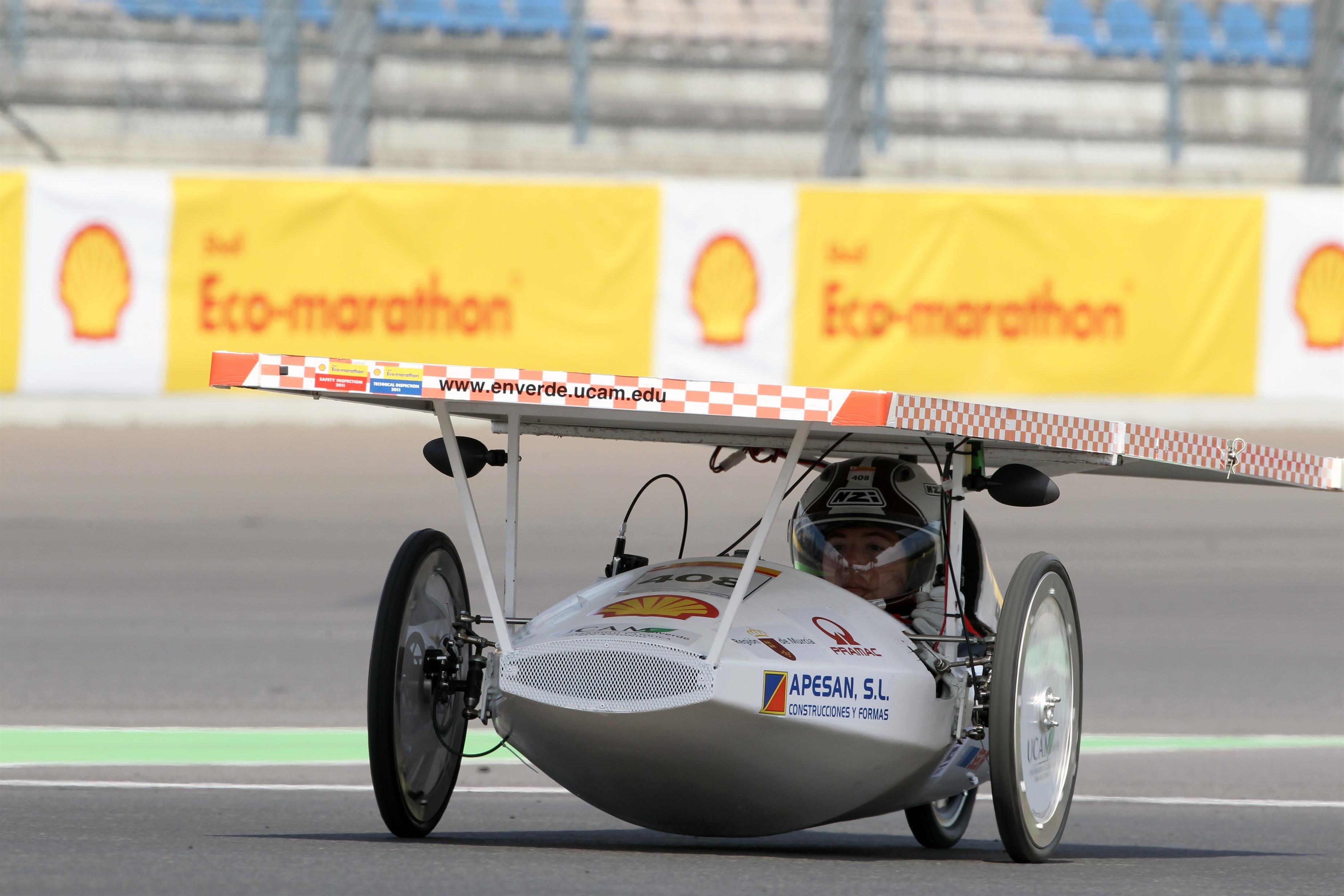 El coche del equipo ganador de la Shell Eco-marathon Europa podría ir de Rotterdam a Atenas con un litro de combustible