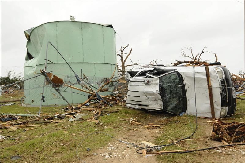 Una cadena de tornados arrasa 4 estados en EEUU dejando dos fallecidos