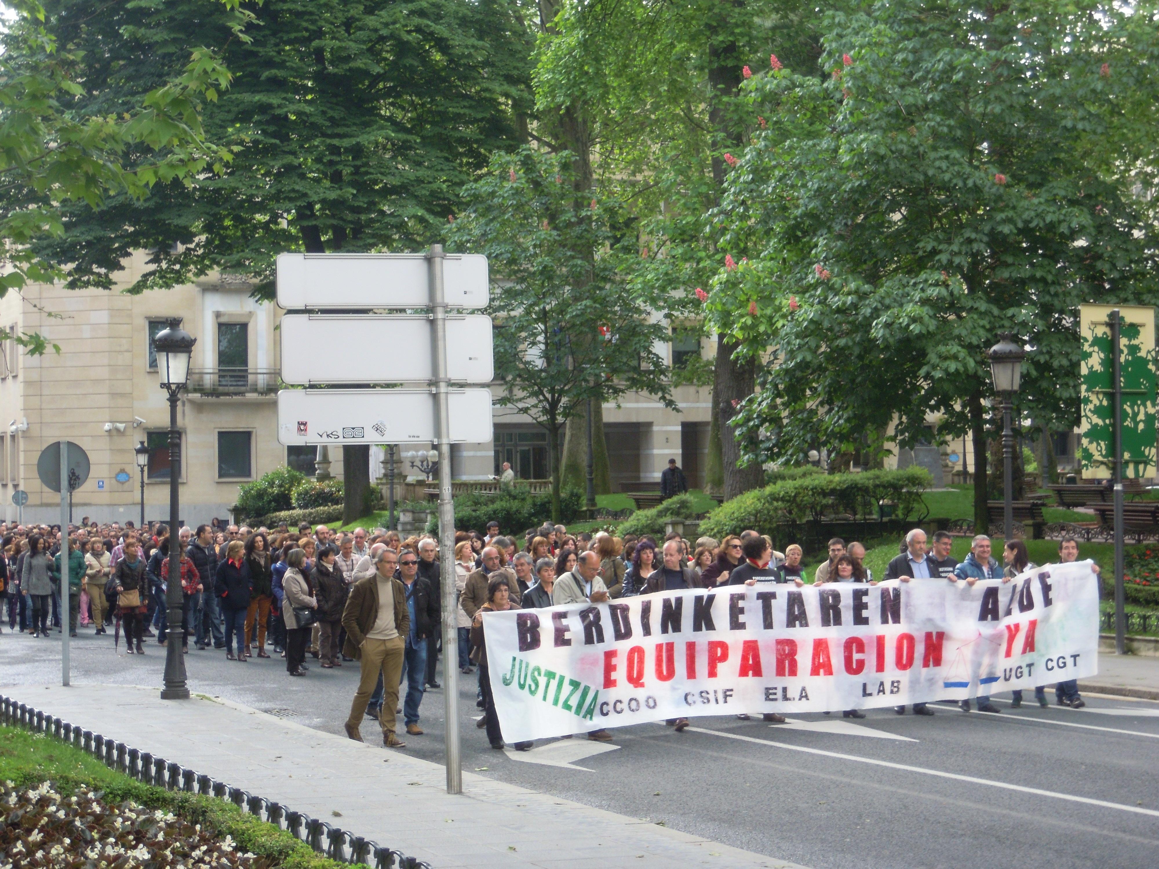 Trabajadores vascos de Justicia paran dos horas para reclamar la equiparación con el resto de funcionarios públicos