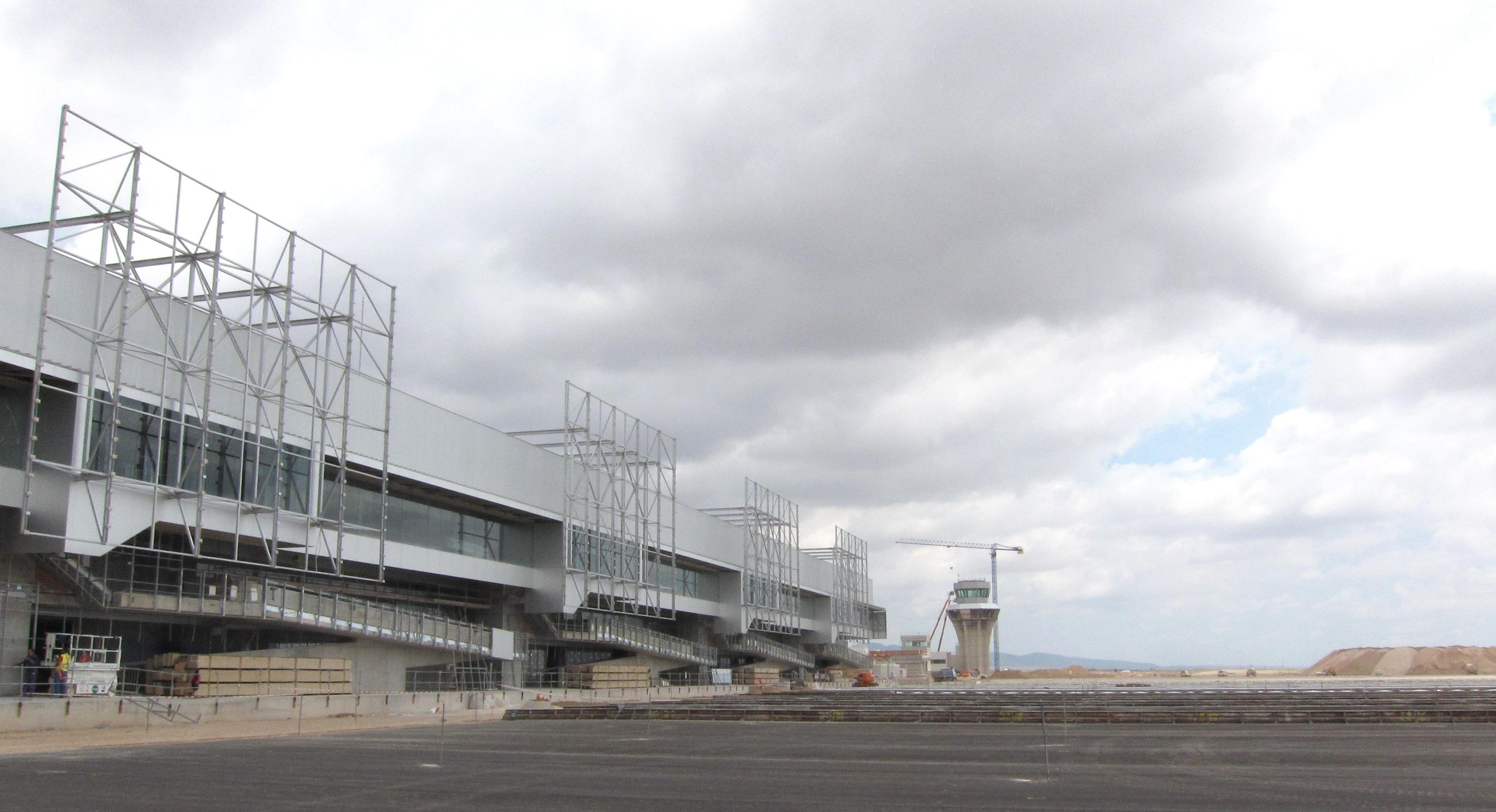 Valcárcel asegura que el Gobierno murciano no va a dar dinero a Aeromur en virtud de sus pérdidas porque «es ilegal»