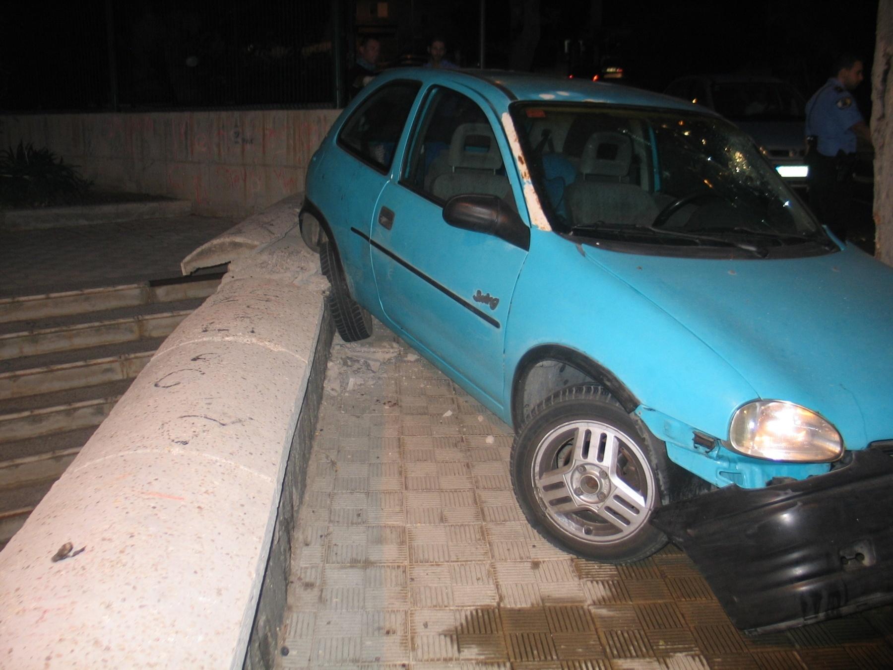 El 061 atendió a 103 personas por 73 accidentes de tráfico en el Puente de las Letras Galegas, de las que 2 fallecieron