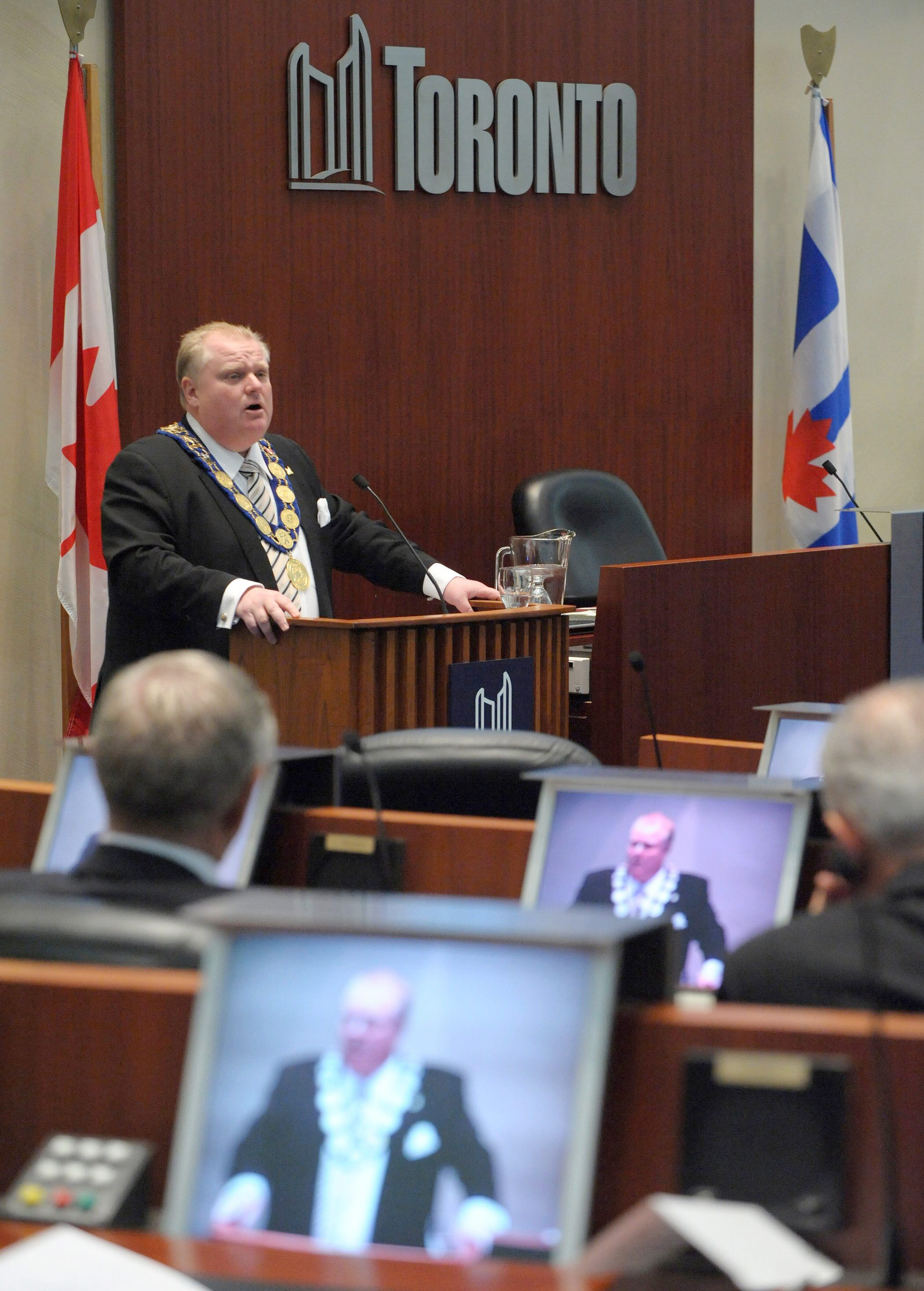 El alcalde de Toronto, cazado en un vídeo fumando crack
