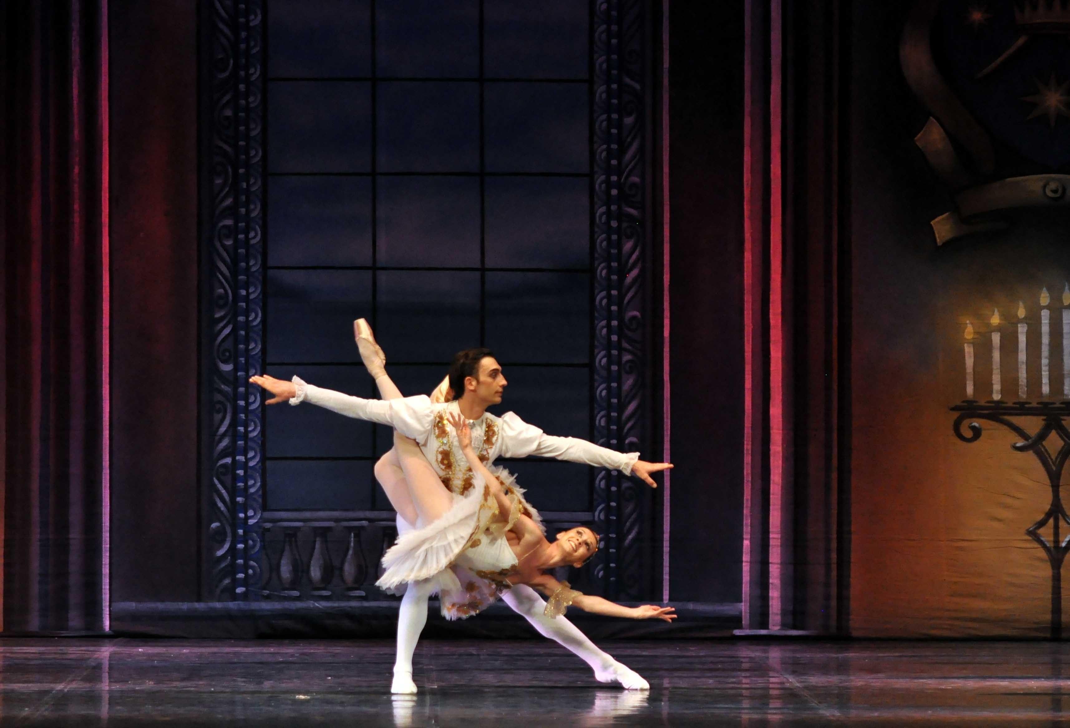 Las estrellas del ballet ruso representan »La bella durmiente» de Chaikovski en el Palau