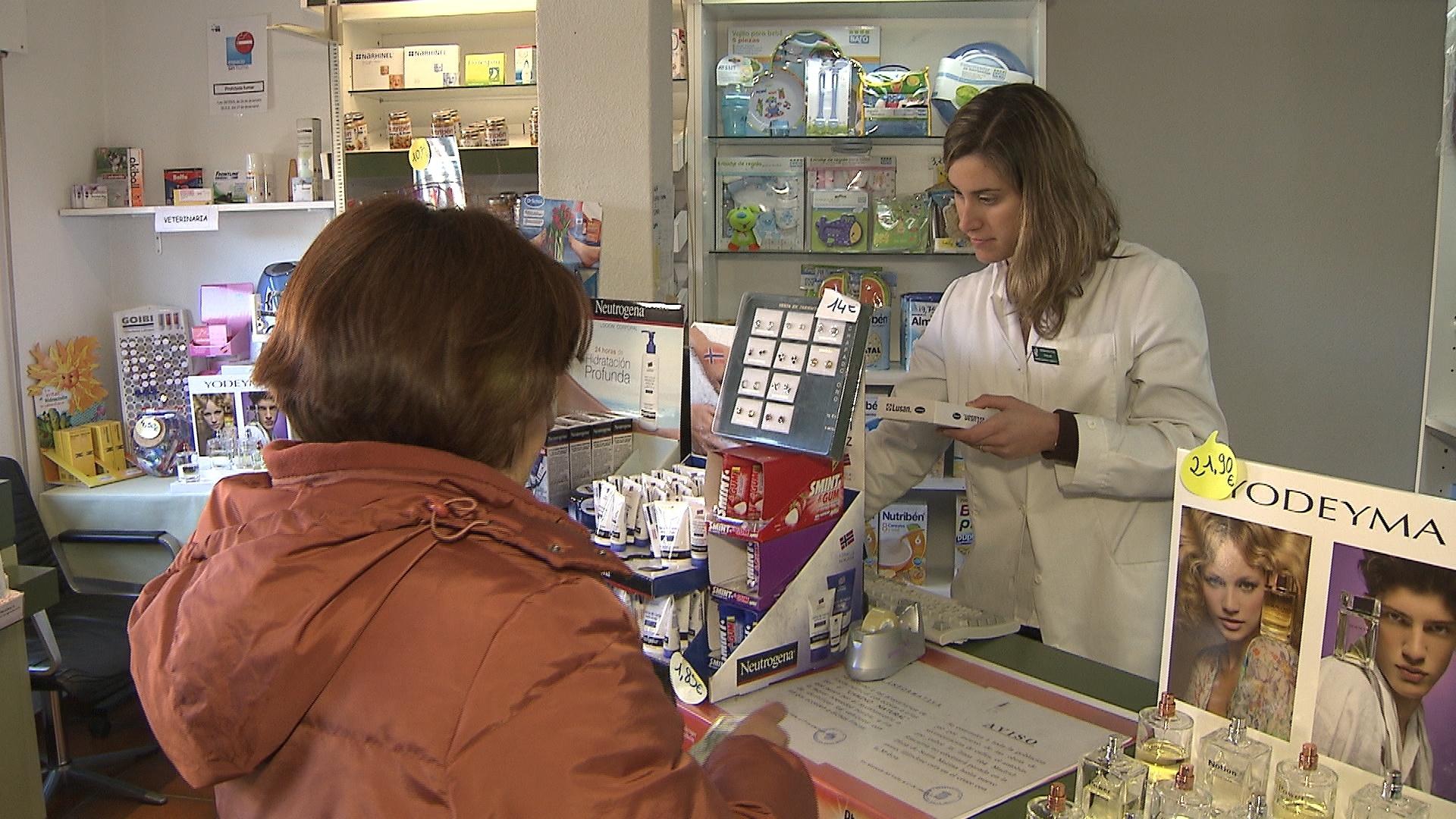 El gasto farmacéutico público por habitante se situó en 261,17 euros en 2012 en Galicia y el privado en 130,4 euros